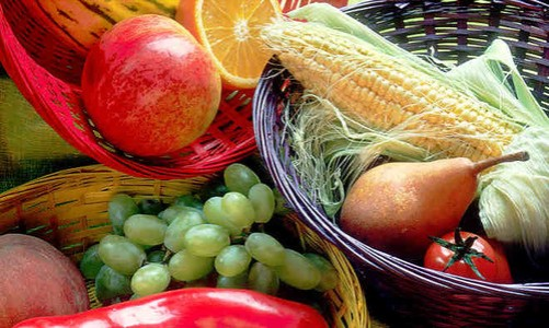 Fruit_and_vegetables_basket_resized